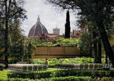Outdoor wedding ceremony in the gardens of Four Seasons Hotel in Florence