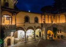 Castle courtyard for wedding receptions at Il Palagio in Tuscany