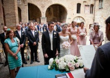 Outdoor civil ceremony in San Gimignano