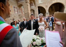 Outdoor civil wedding in San Gimignano