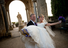 Bridal couple in the gardens of Villa Cimbrone