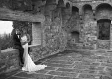 Bridal couple in a Tuscan castle