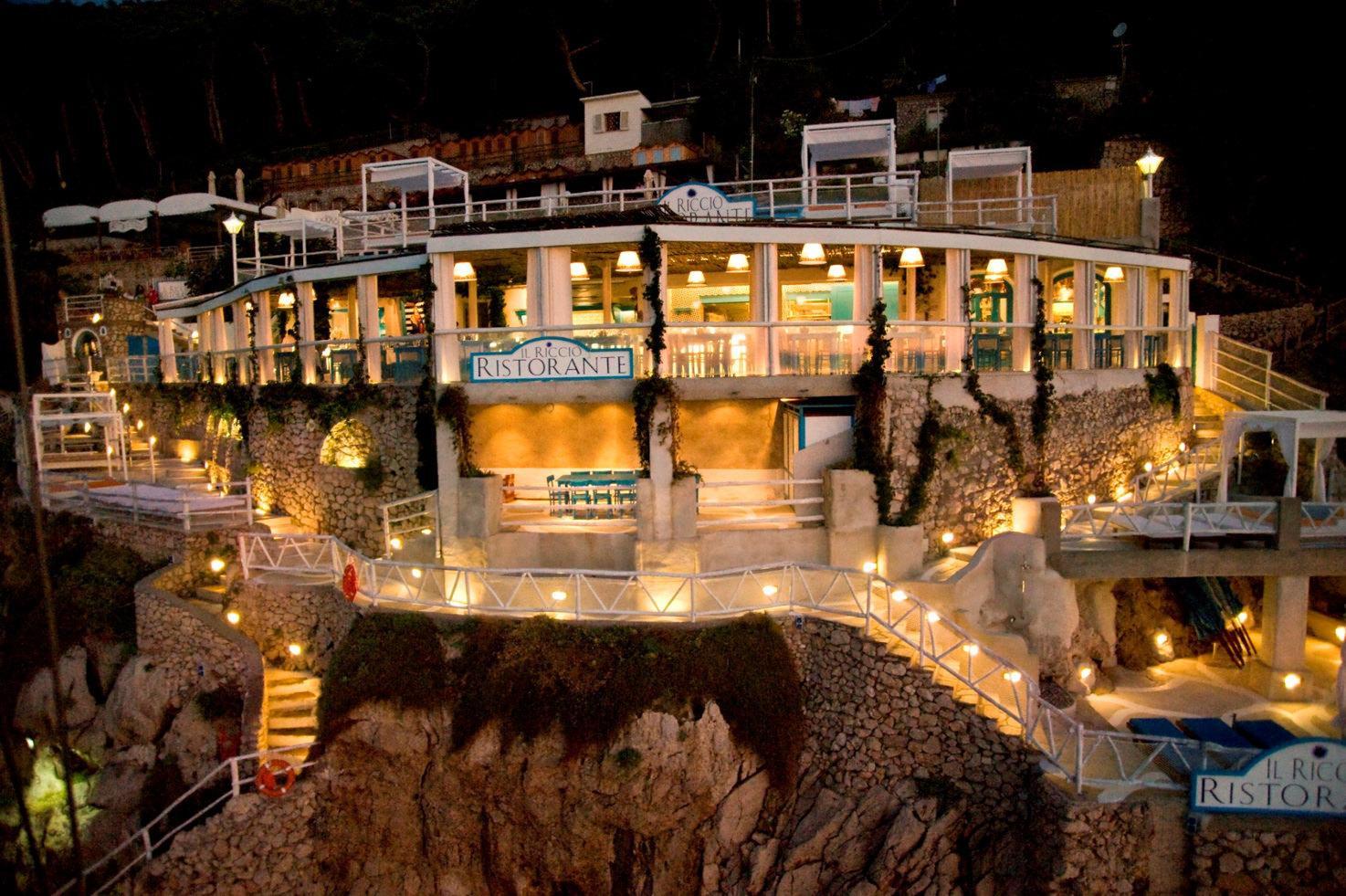 Il Riccio restaurant by night