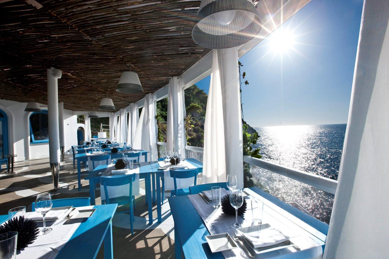 Il Riccio restaurant with sea view