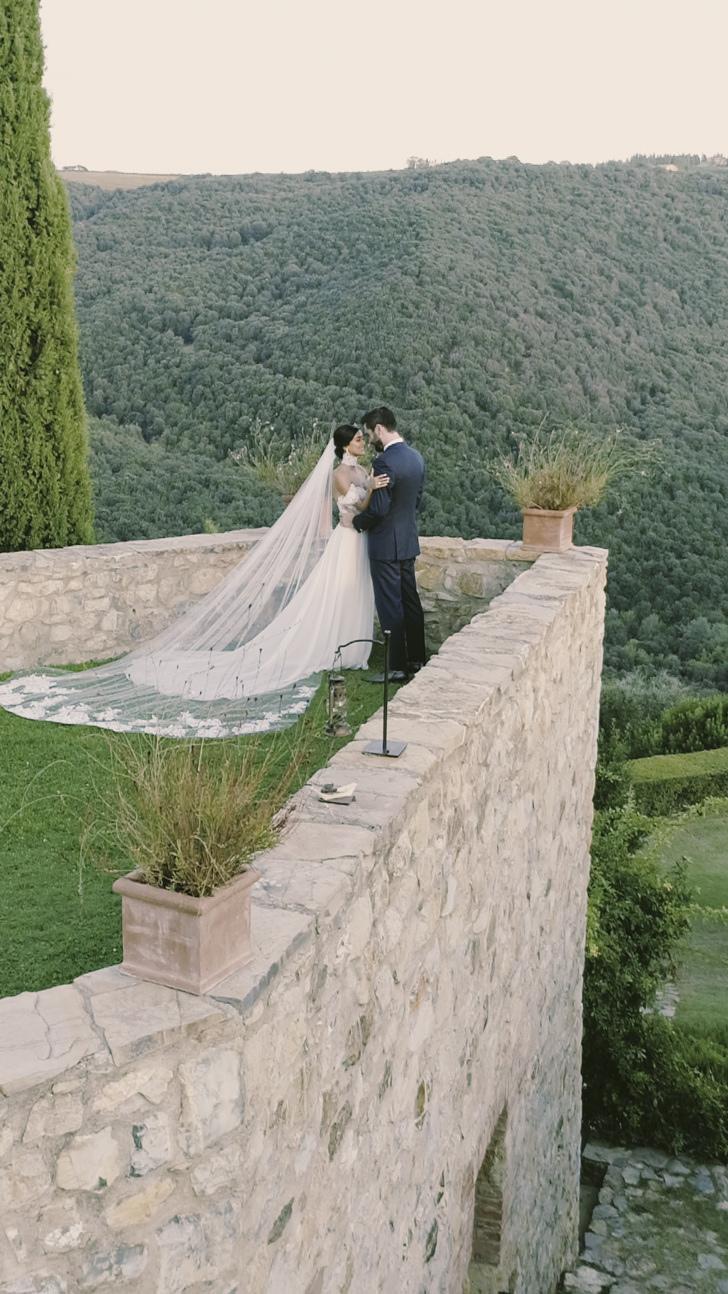 Bride and groom at Castello di Vicarello