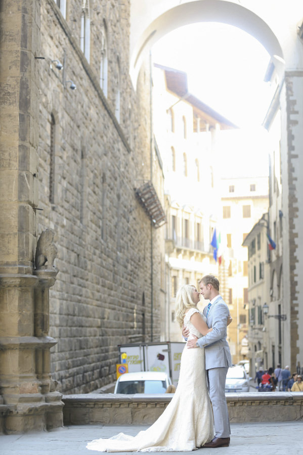 Bride and groom in the streets of Florence