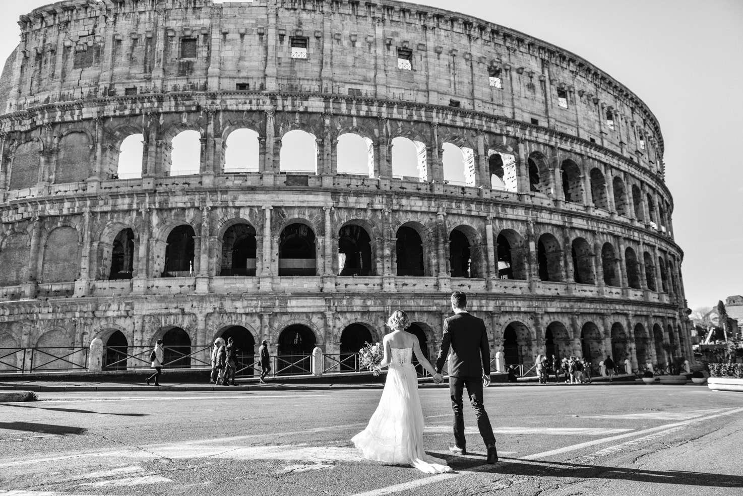 Bridal couple in front of the Colosseum