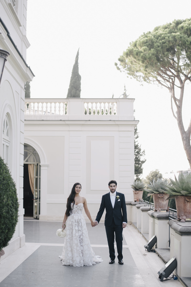 Bridal couple in front of Villa Miani