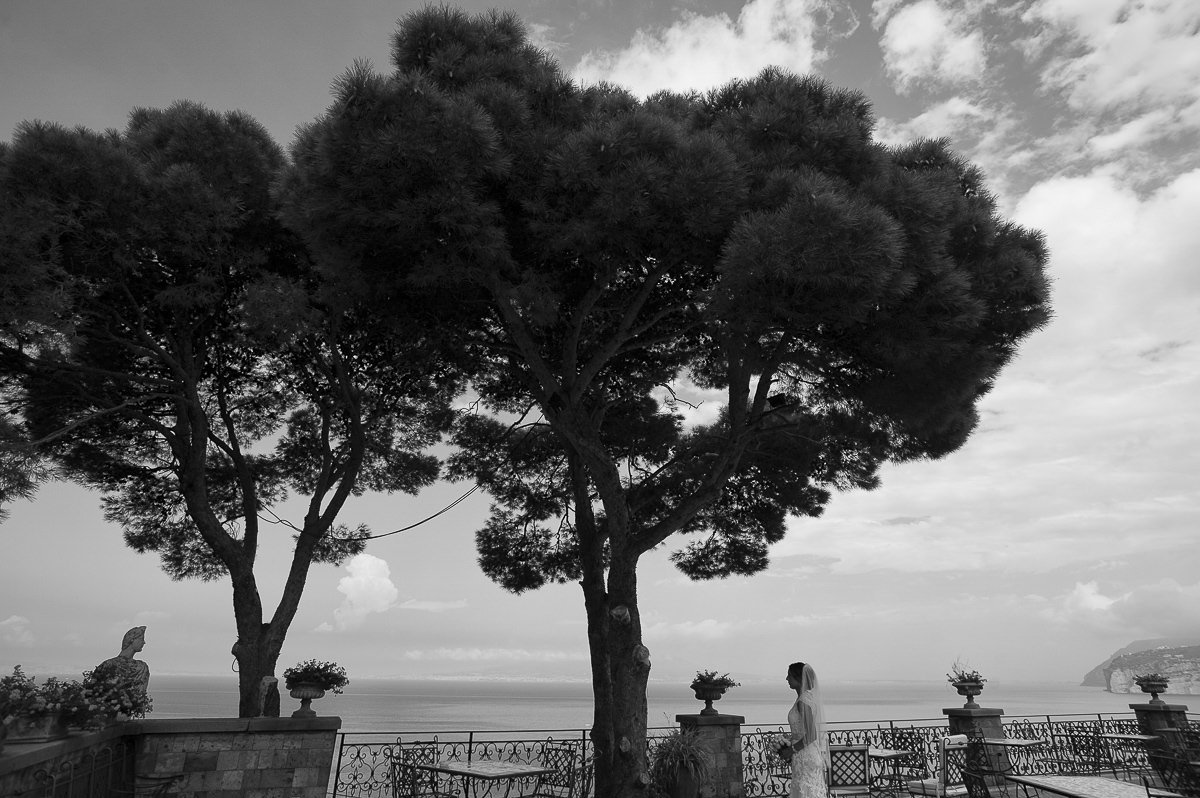 Portrait of the bride in the gardens of Sorrento