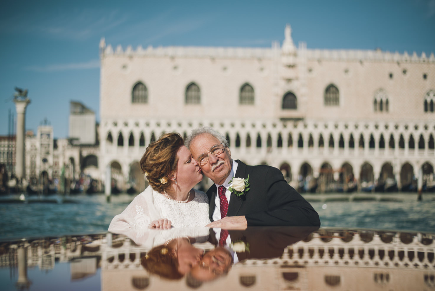 Bridal couple in front of Palazzo Ducale
