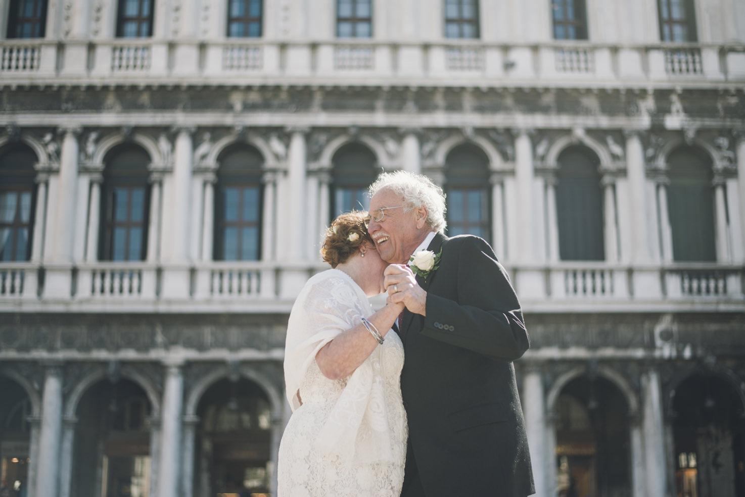 Bridal couple dancing in Venice
