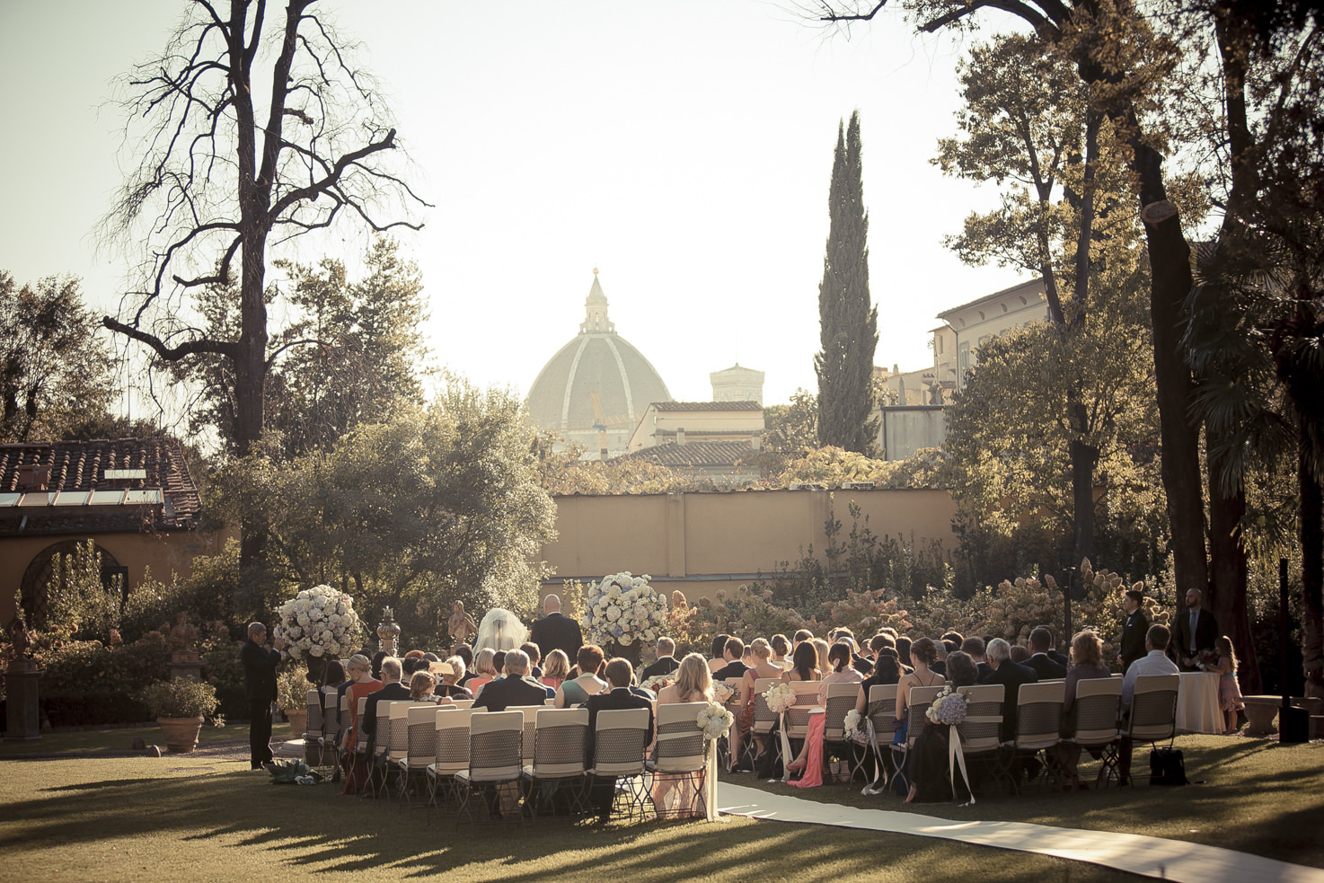Wedding ceremony in the gardens of Four Seasons Hotel