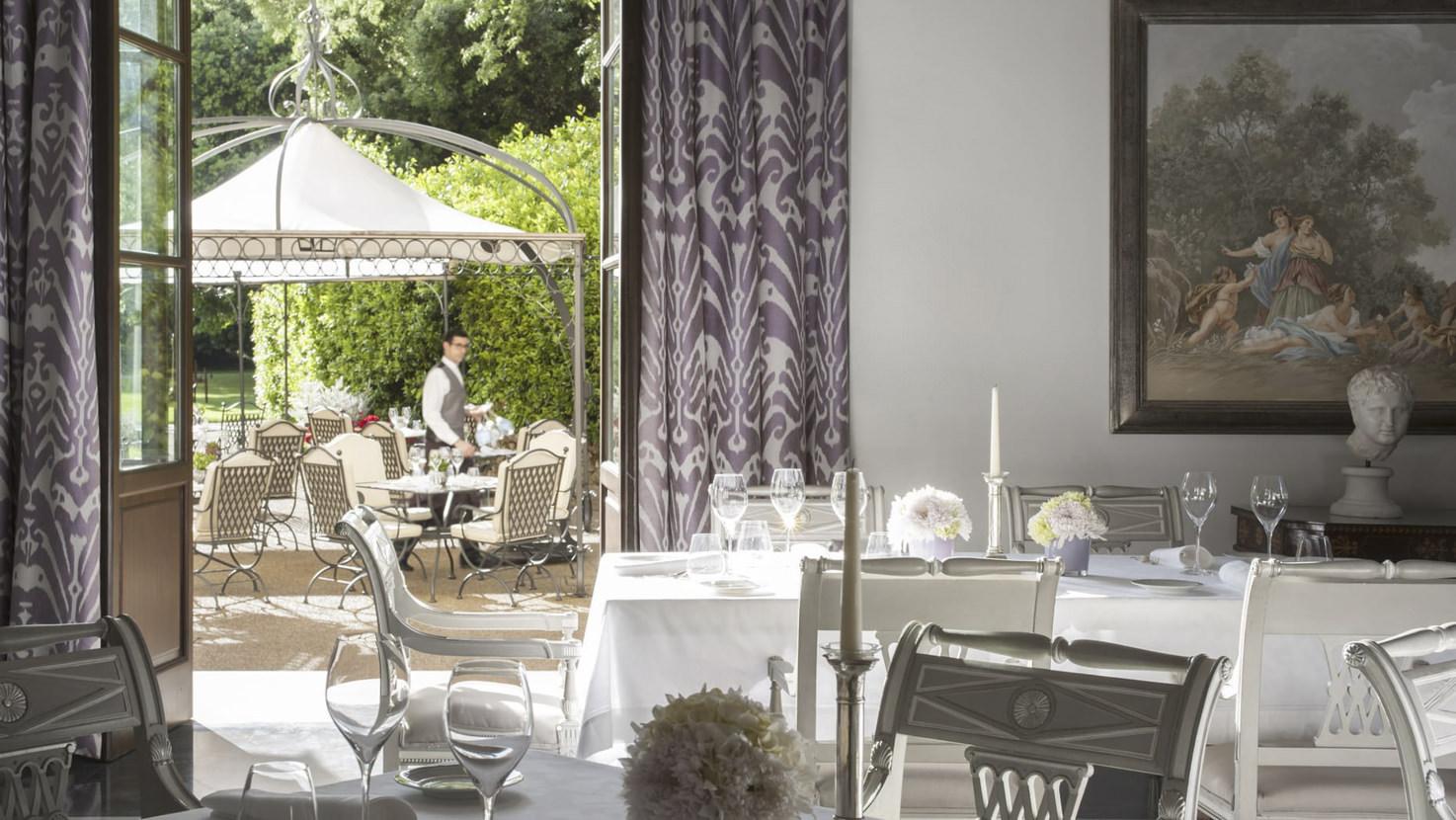Restaurant of Four Seasons Hotel