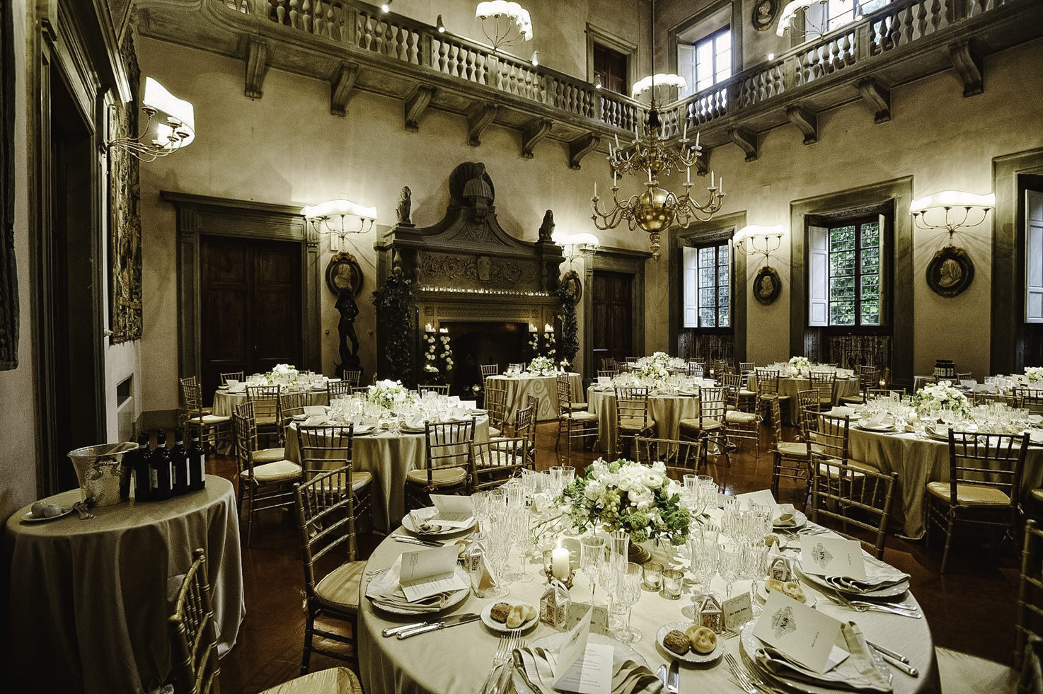 Wedding reception in the tapestry room of Villa di Maiano