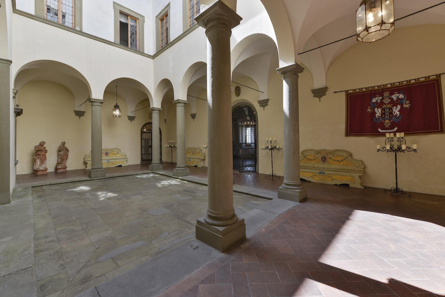 Internal courtyard of Villa Gamberaia