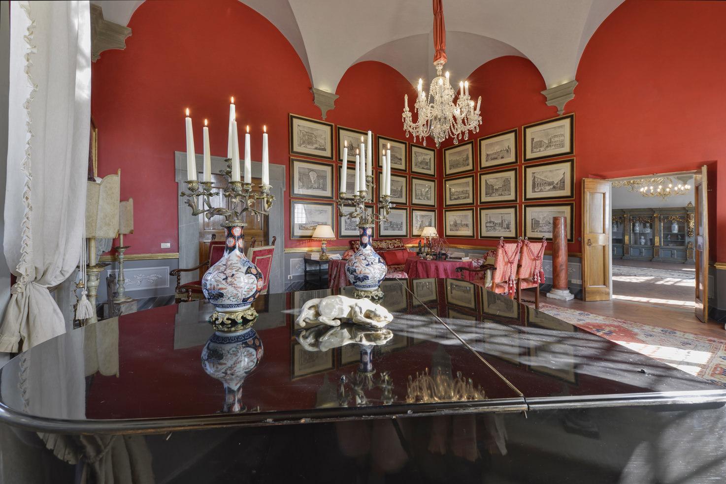 Red room of Villa Gamberaia