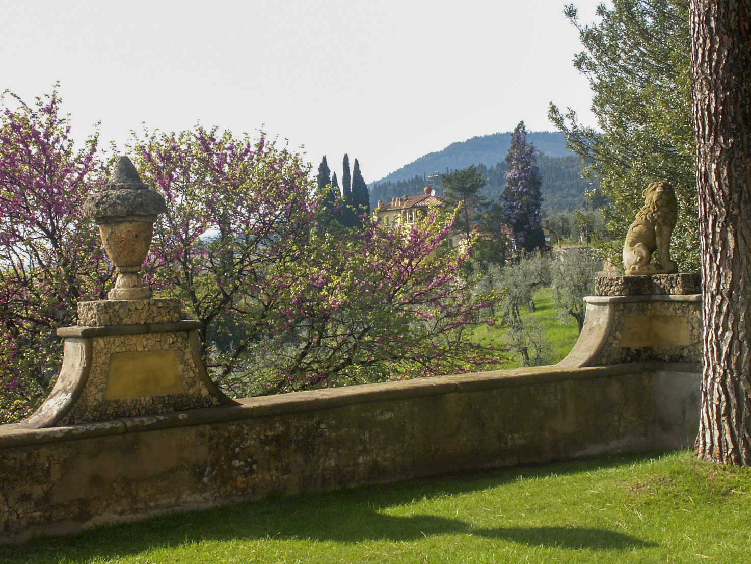 Gardens with view over the countryside