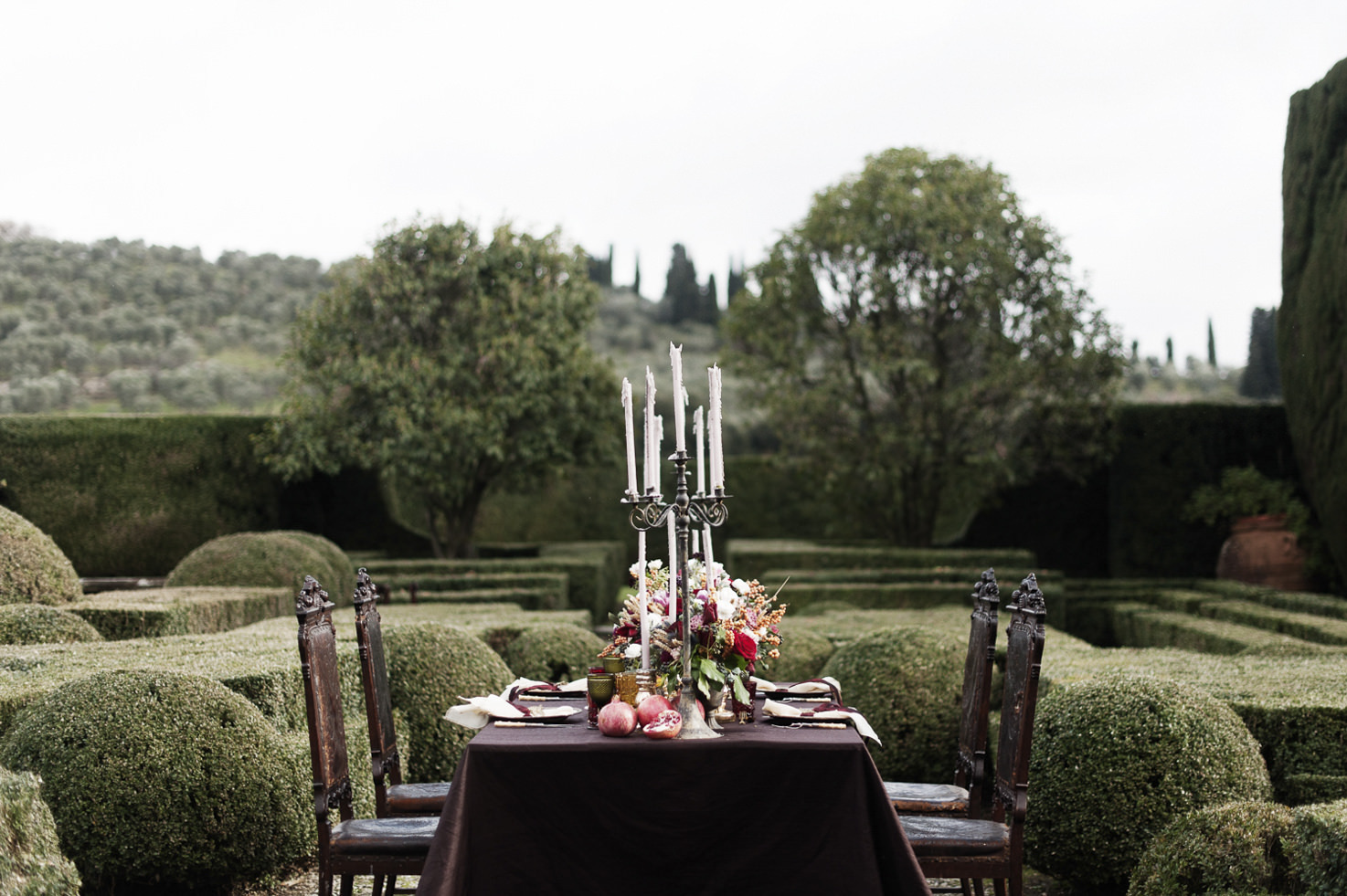 Reception table in the gardens