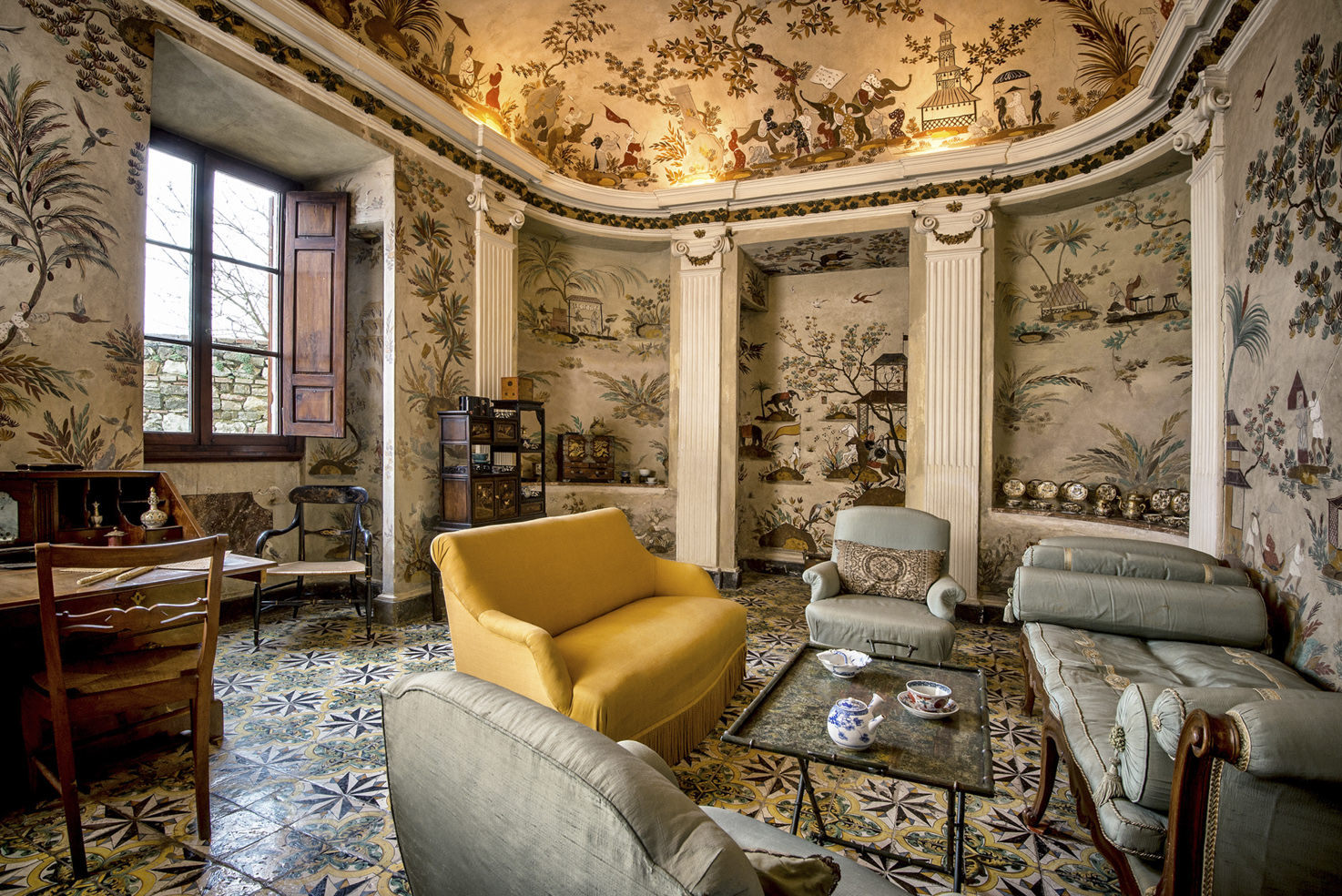 Chinese living room with frescoes
