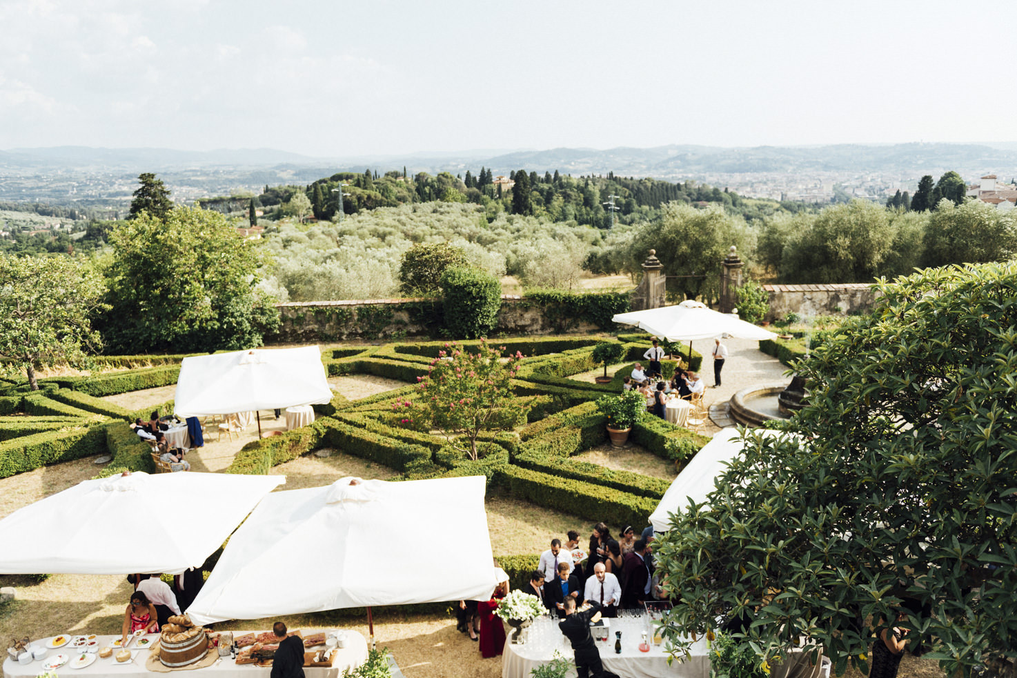 Area for wedding cocktails in the gardens of Villa di Maiano