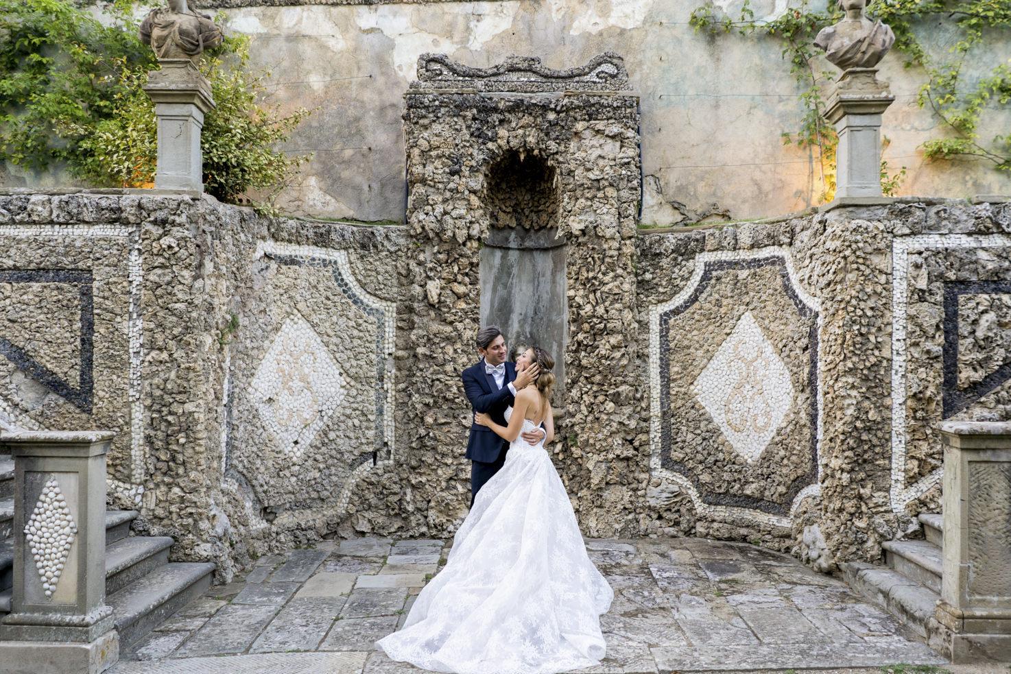 Bridal couple at Villa Gamberaia