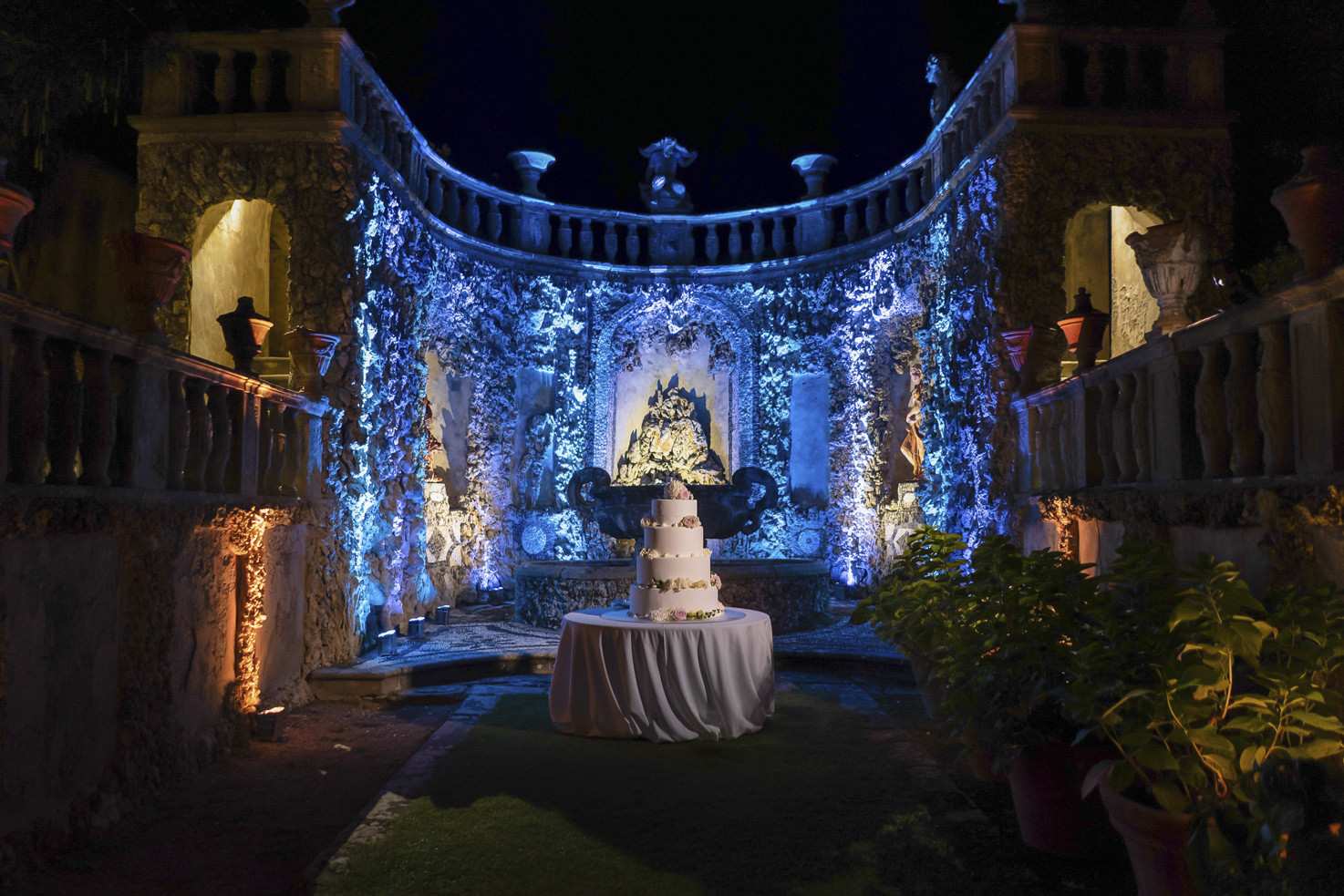 Wedding cake in the grotto pavilion