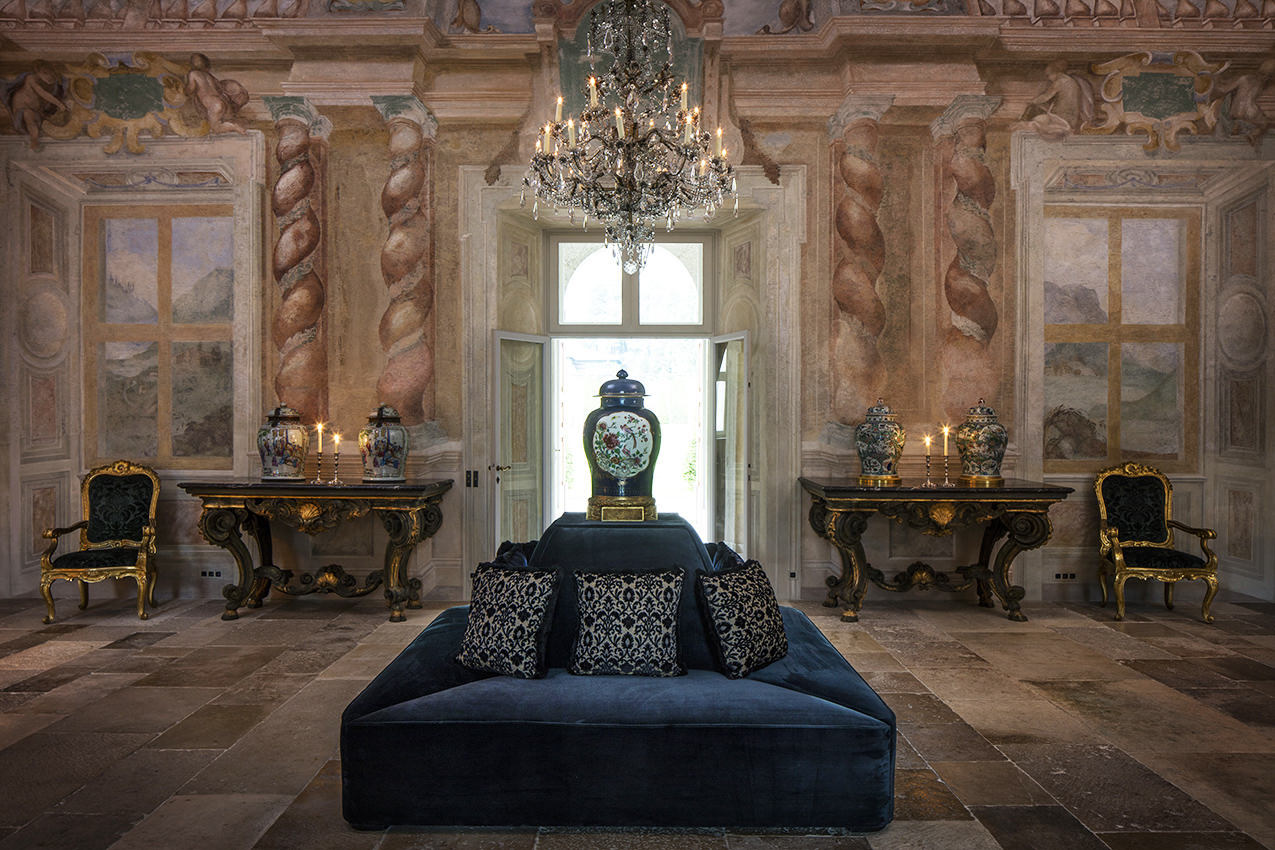 Grand salon with frescoes