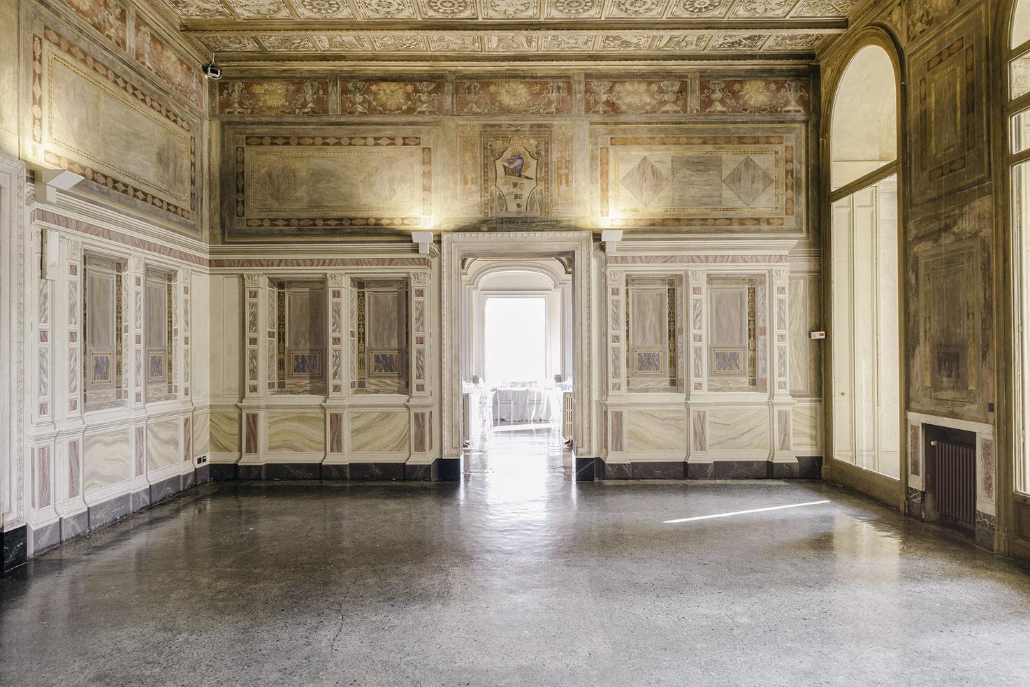 Frescoed hall in Villa Erba