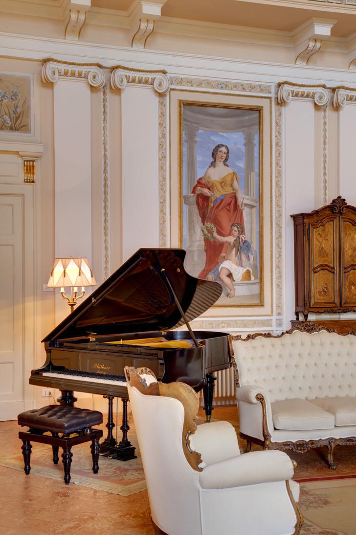 Grand piano Blüthner