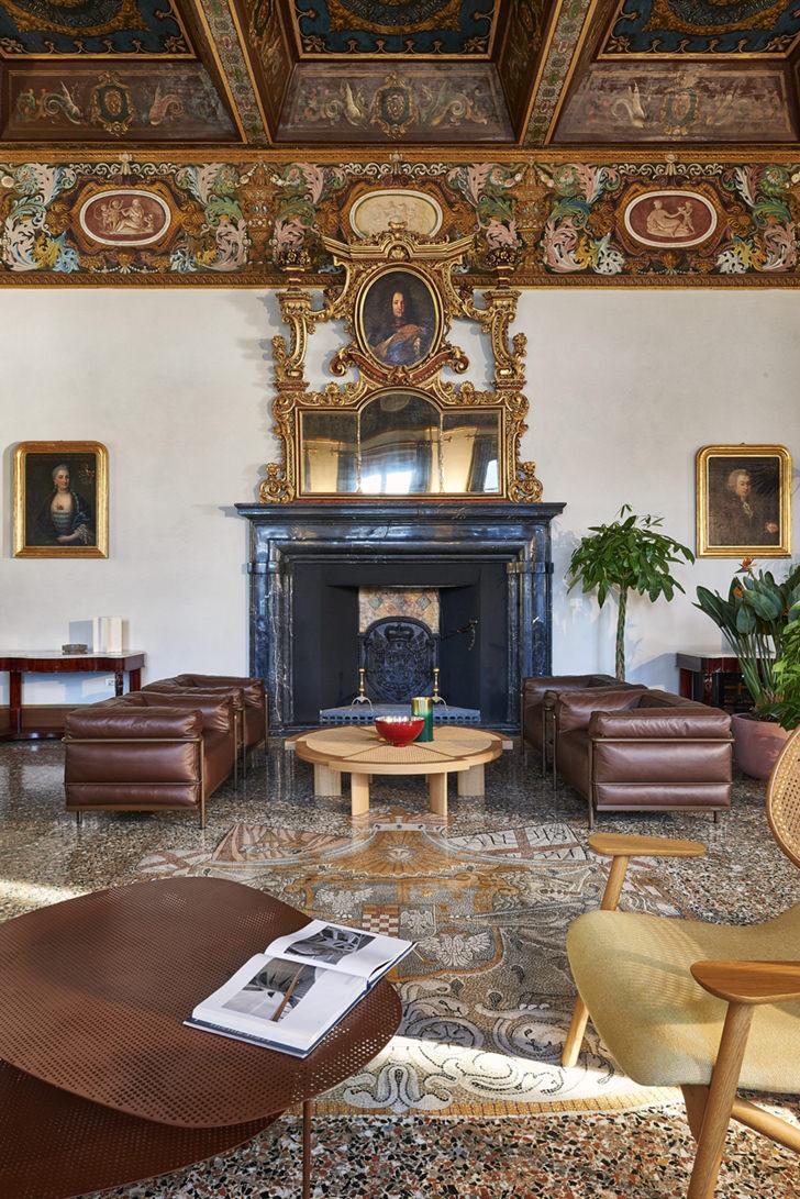 Villa Pliniana living room with fireplace