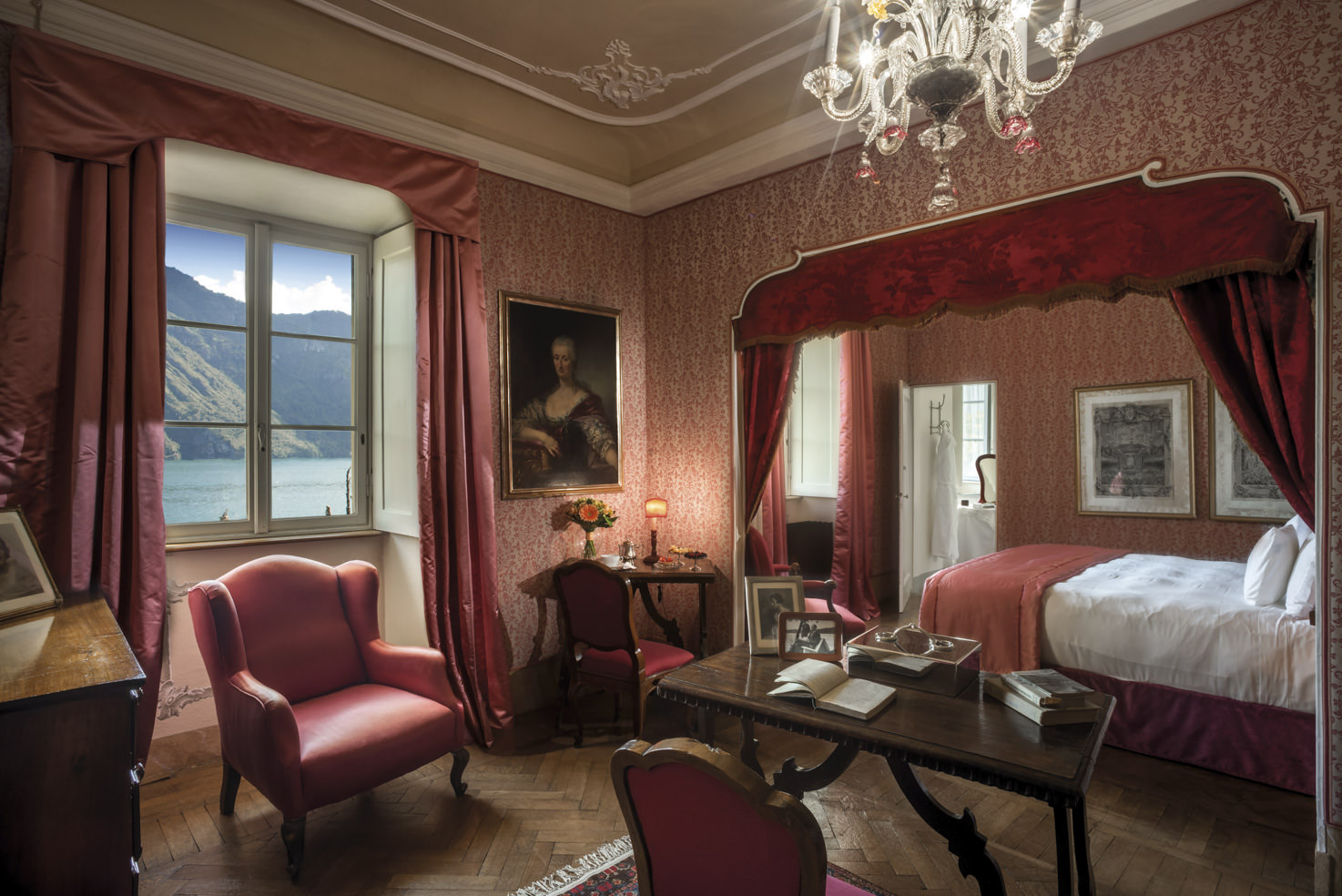Suite with view over Lake Como