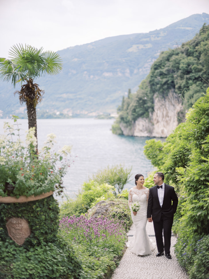 Bridal couple in the gardens of the Villa