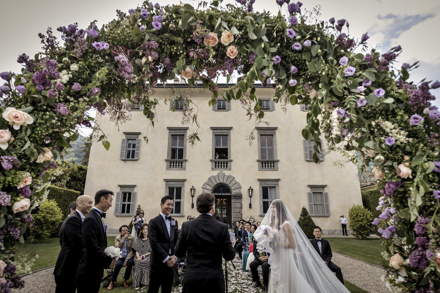 Wedding ceremony in the gardens of the Villa