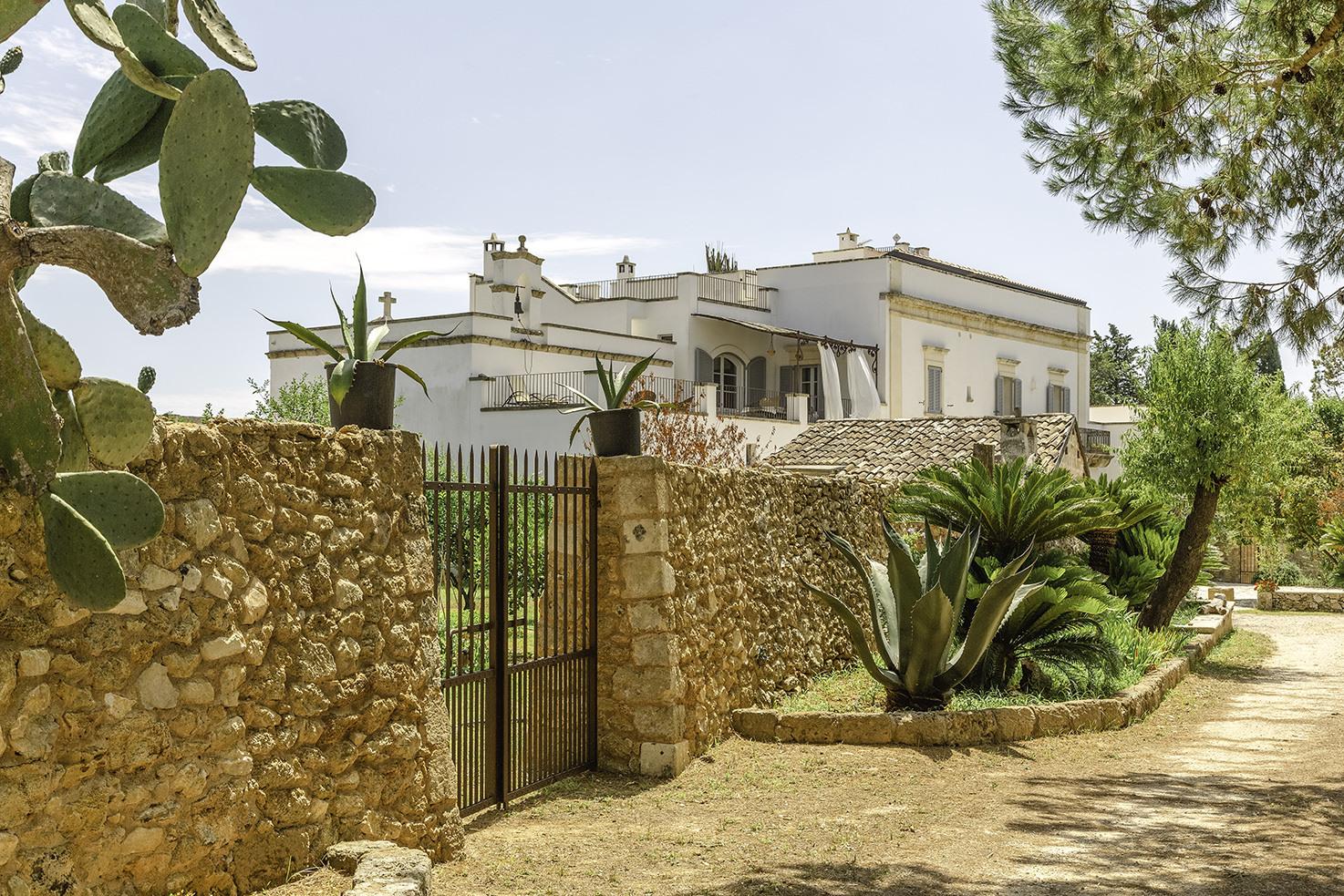 Entrance of Masseria Borgo Mortella