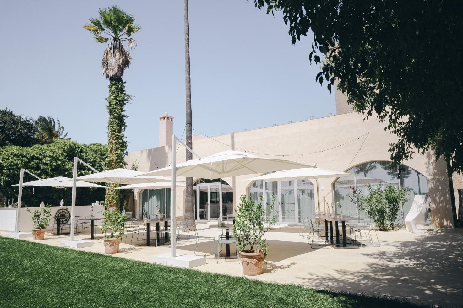 Outdoor restaurant at Vinilia Wine Resort