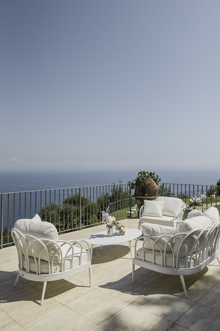 Pool terrace with sea view