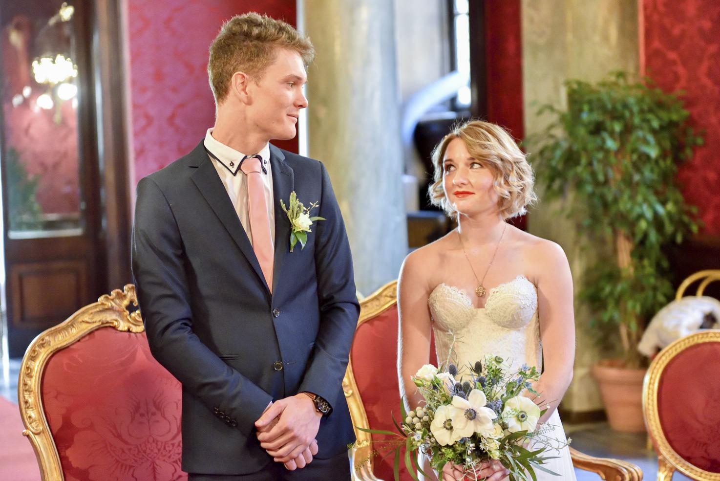 Bridal couple in the Campidoglio Red Hall