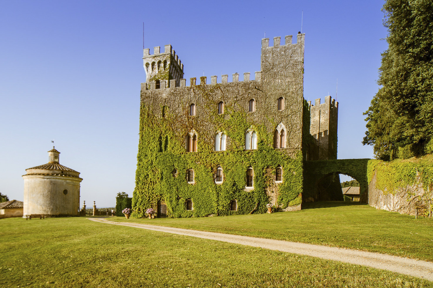 Castello di Celsa for weddings in Siena