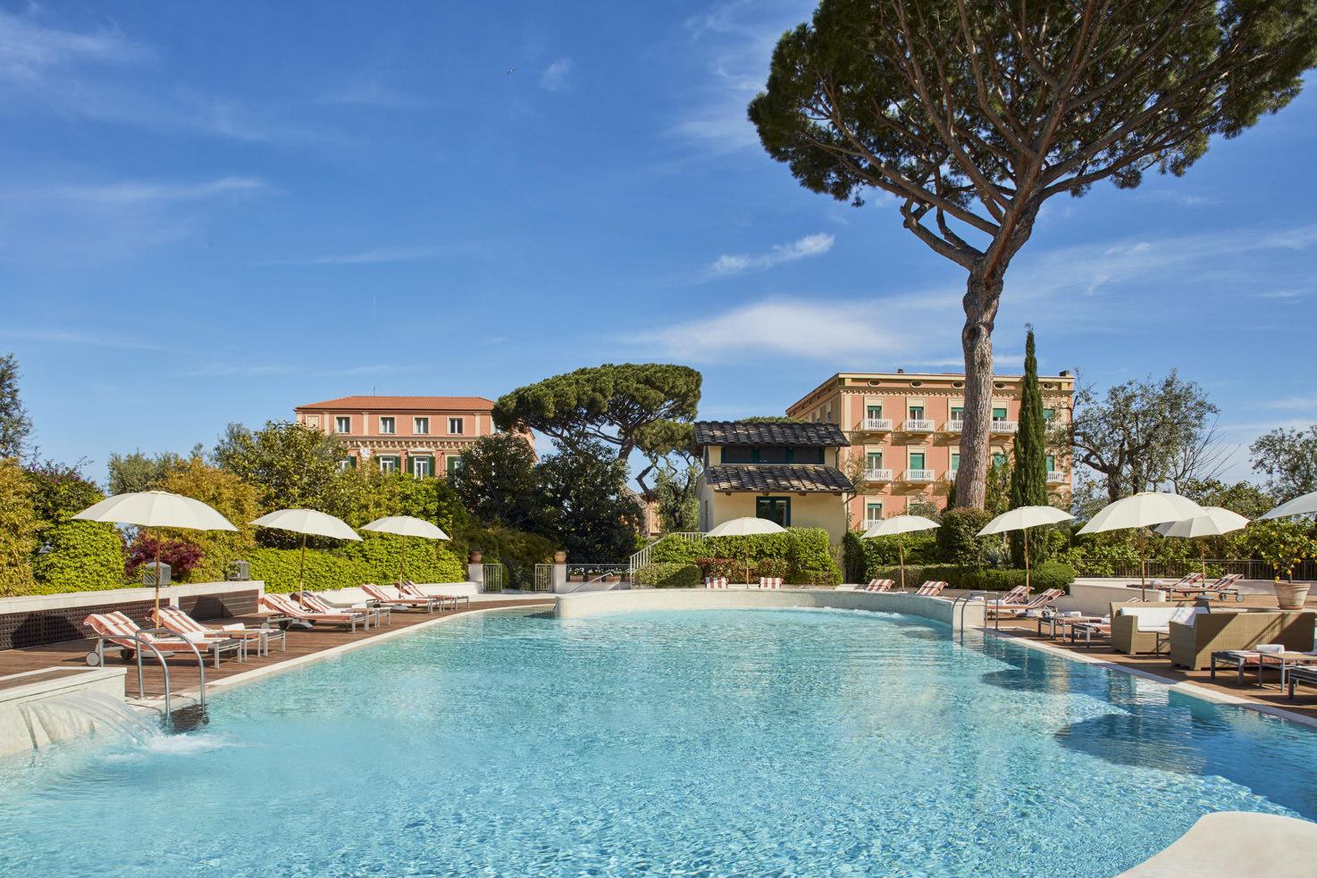Garden pool of Hotel Excelsior Vittoria