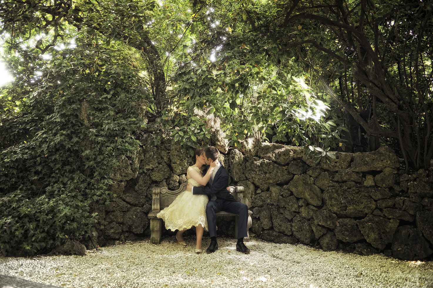 Bridal couple in Venice gardens