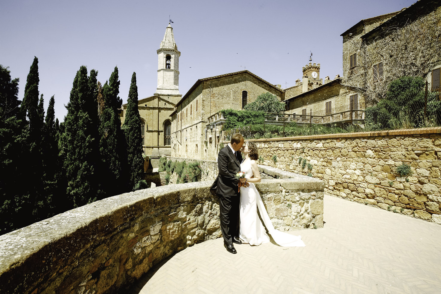 Bridal couple in the old town of Pienza