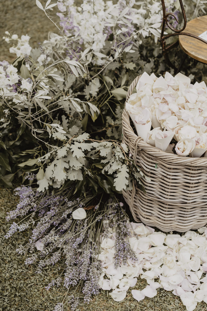 Petals for wedding in Tuscany