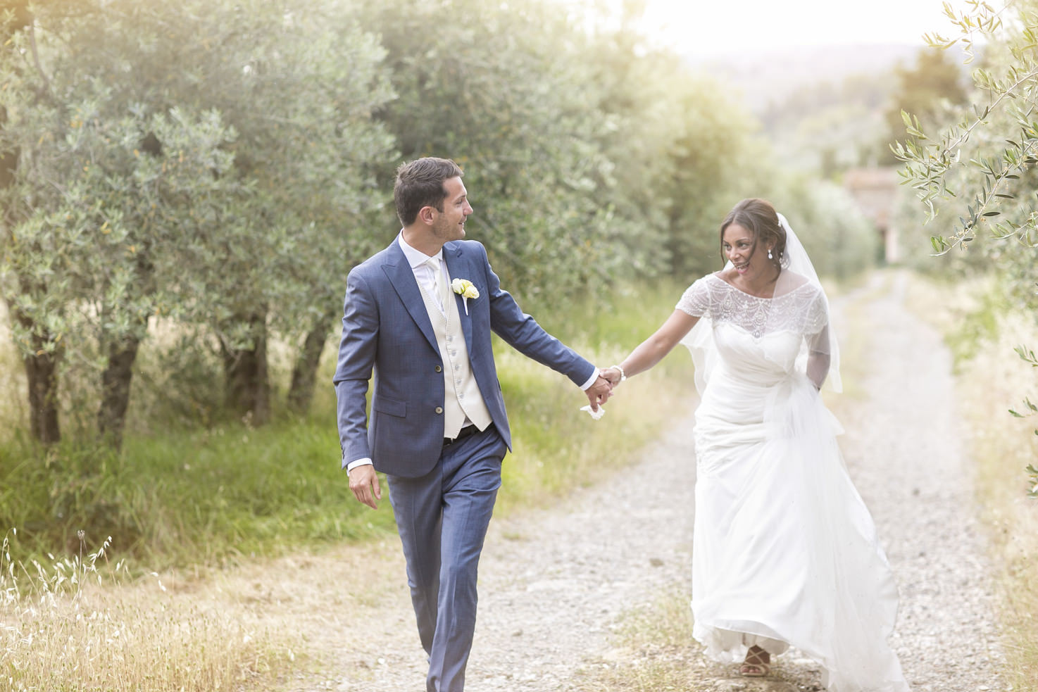 Bridal couple in the gardens