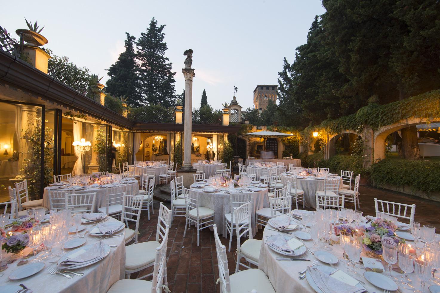 Wedding reception in the courtyard of Fattoria di Paterno