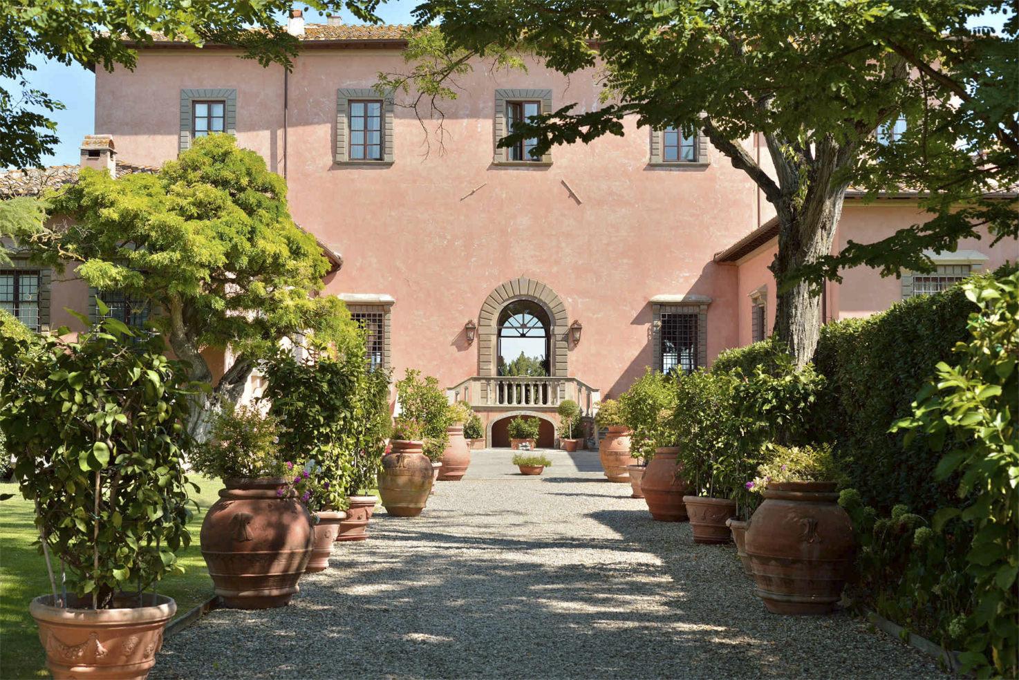 Entrance driveway of Villa Mangiacane