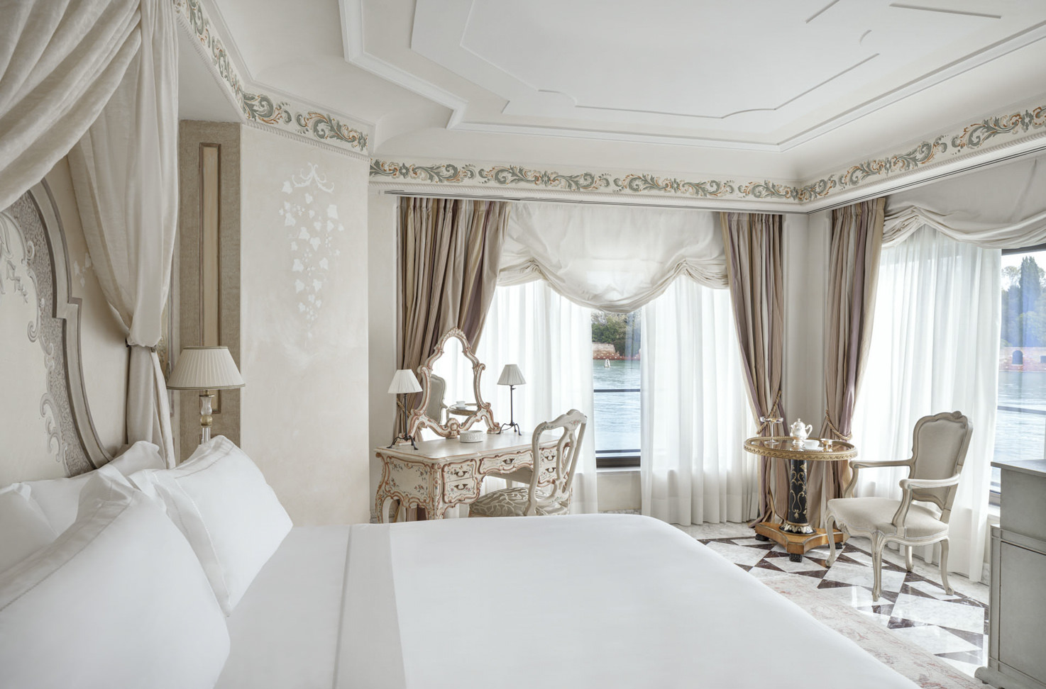 Deluxe suite at Belmond Hotel Cipriani