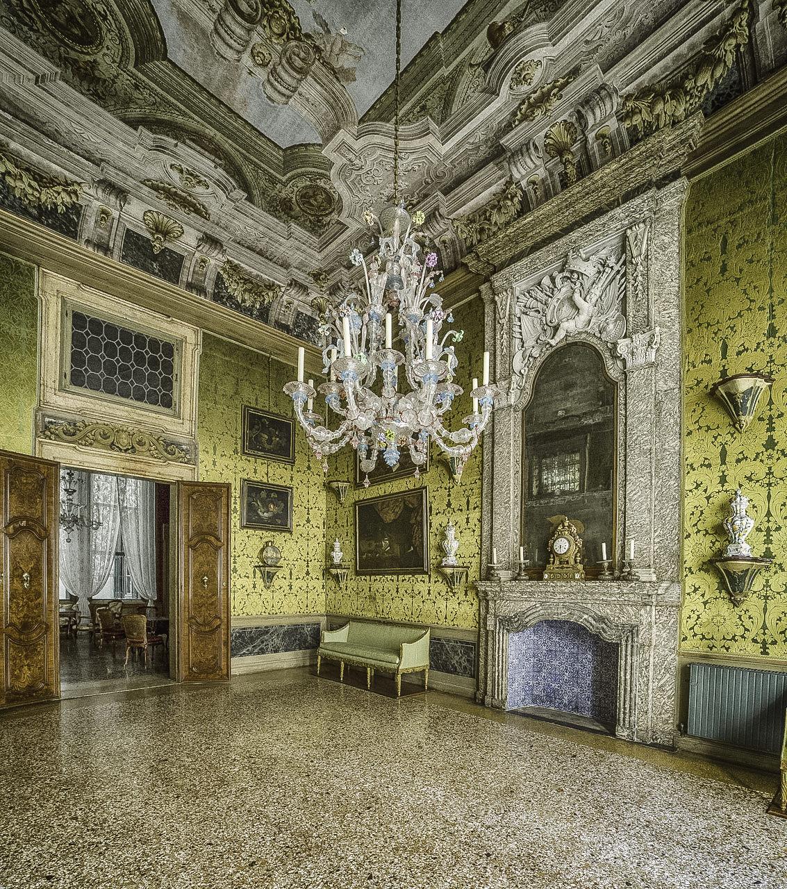 Palazzo Pisani Moretta, Fireplace Hall