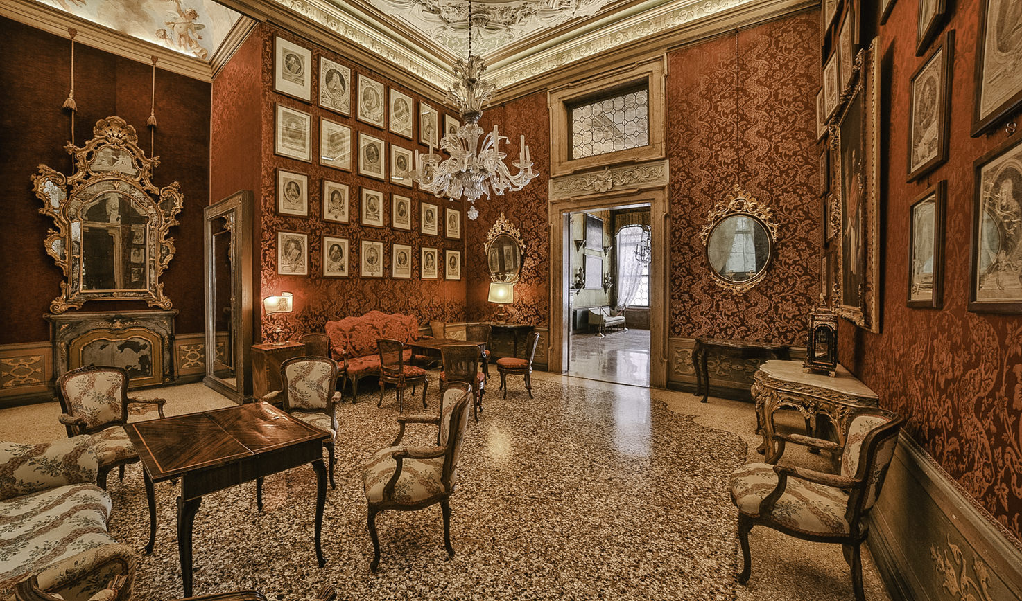 Palazzo Pisani Moretta, Red Hall
