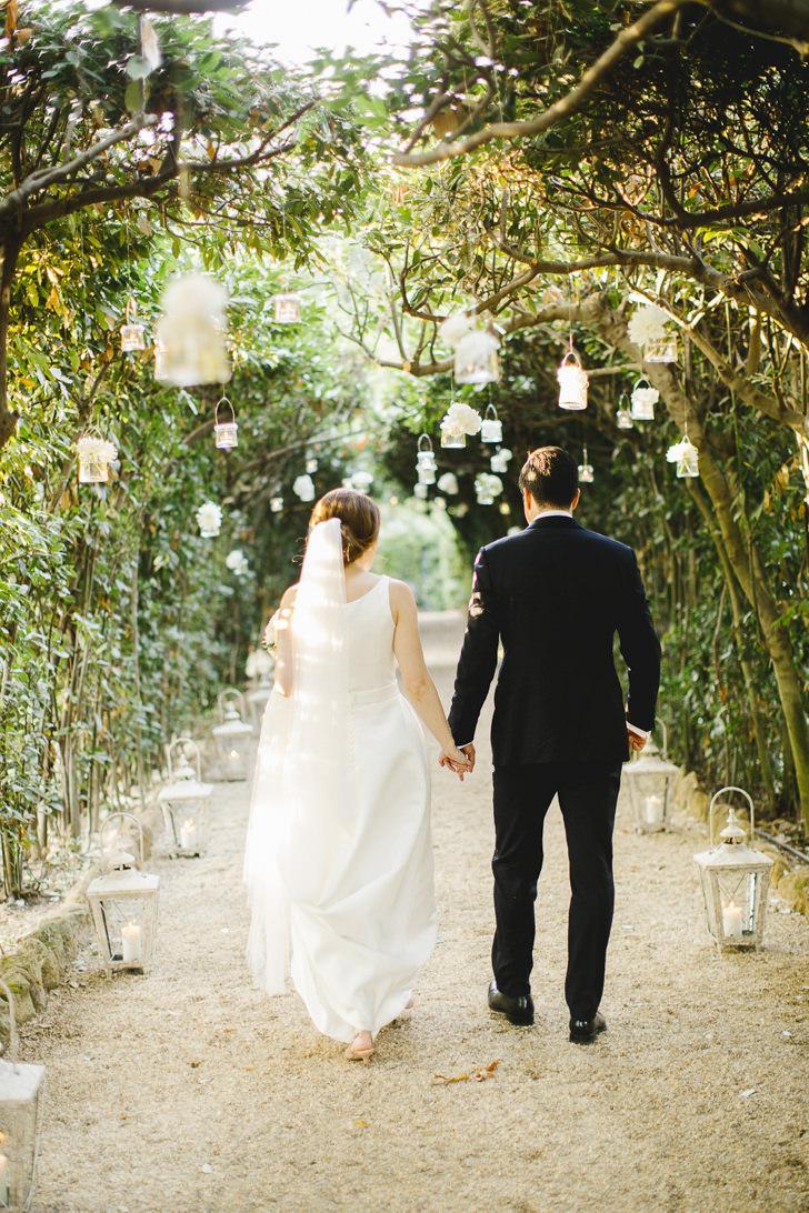 Bridal couple in the gardens of Villa Aurelia