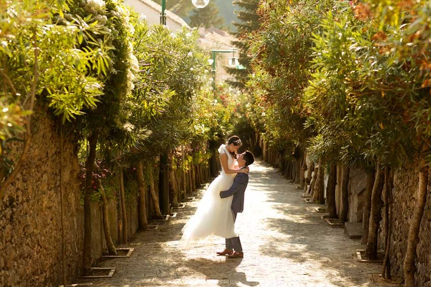 Bridal couple on the Amalfi Coast